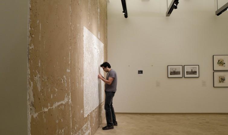 Pavel-Acosta-trabajando-en-Wallscaoe-Museo-del-barrio-2013