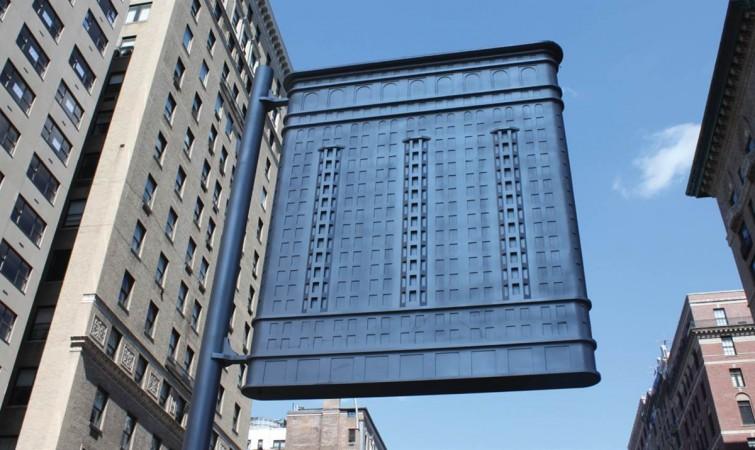 FLATIRON, 2013 (flag)  Aluminum  550 x 25 x 198 cm  Photo Barbara Loss