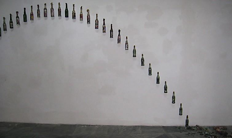 Molotov (2013-2014) Kadir  López. Botellas, recortes de prensa, fotografía y  telas