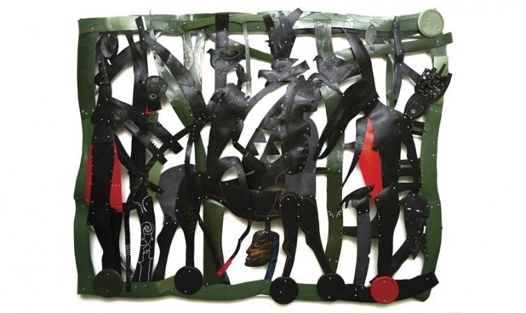 Los-silencios-no-existen,-2014,-300-x-230-cm,-realizada-con-cubos-plásticos-copy