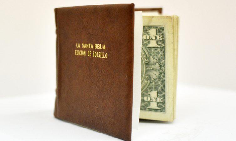 La-Santa-Biblia-Edicion-de-bolsillo-Glenda-Leon-(2)